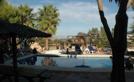 UNIQUE COUNTRY HOUSE RETREAT PRIVATE POOL, & JACUZZI, SLEEPS 8/10